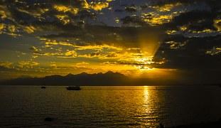 sunset-928360__180